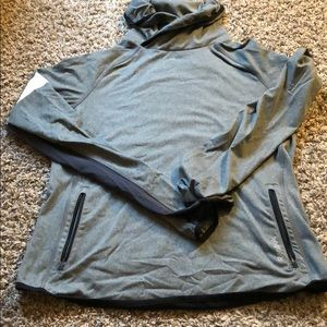 Reebok pull over size medium